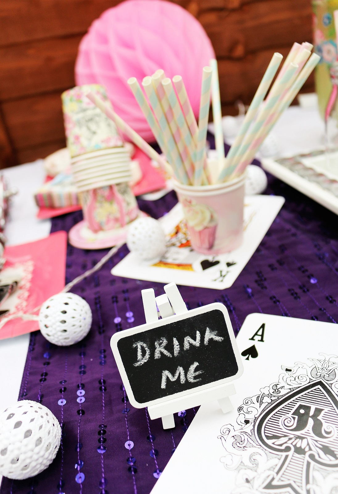 alice in wondereland theme party drink me table decor