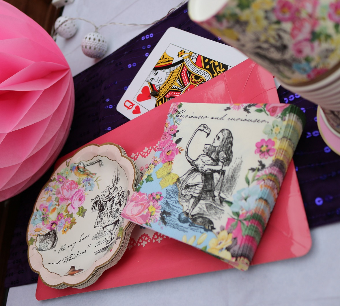 alice in wondereland theme party plates napkins