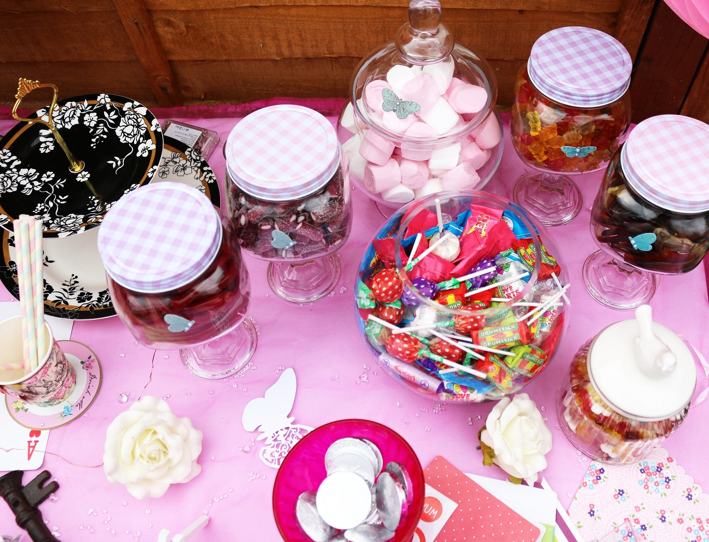 alice in wondereland theme party pic n mix